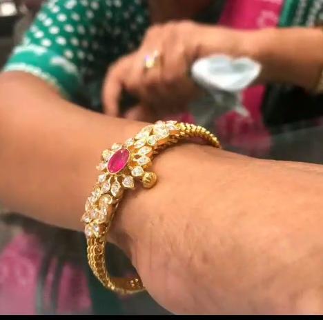 Gold Stone Bridal Bangle Designs7