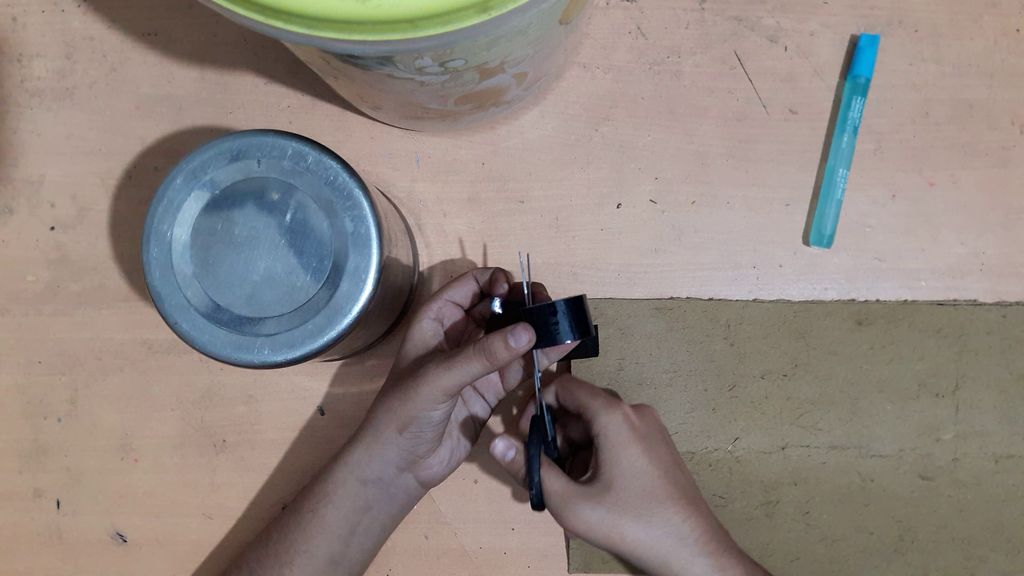using a card board to make vase