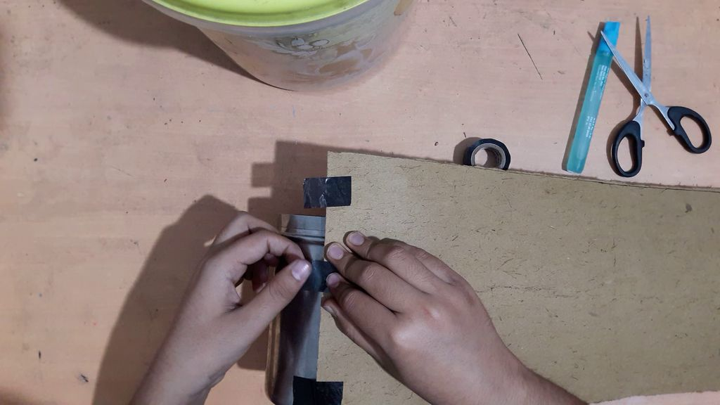 using a card board to make vase1