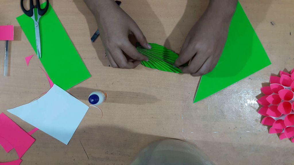 making green color leaf