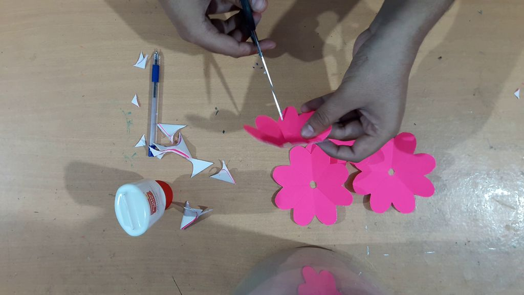 making flower with pink color paper1