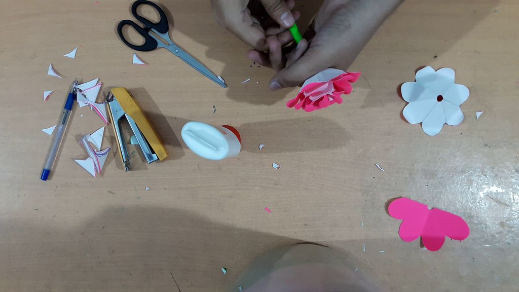 making flower with pink color paper2