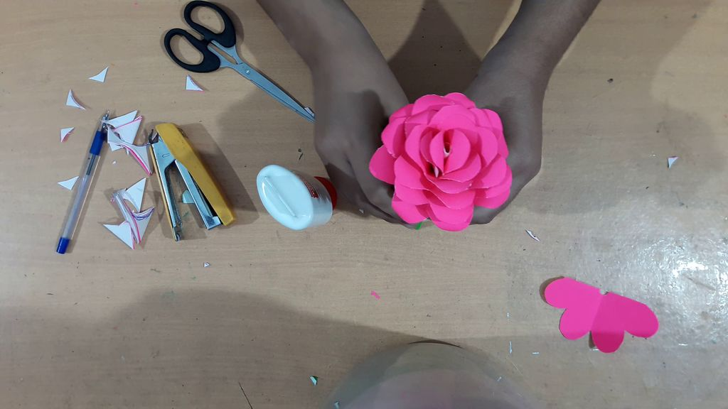 making flower with pink color paper3