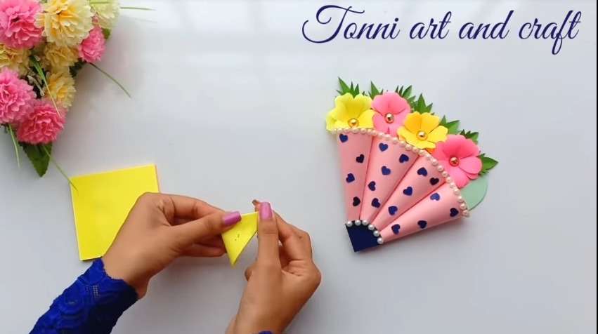 making flower with yellow paper