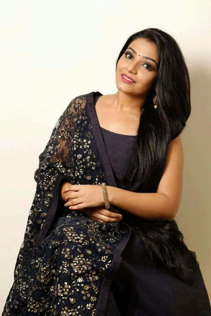 black sleeveless kurti with worked dupatta