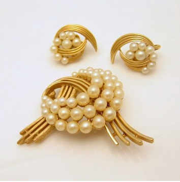 Designer Pearl Earring and Pendant Sets13