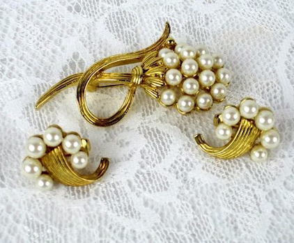 Designer Pearl Earring and Pendant Sets15