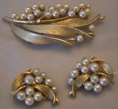 Designer Pearl Earring and Pendant Sets2