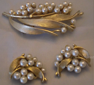 Designer Pearl Earring and Pendant Sets4