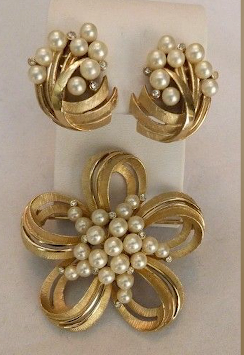 Designer Pearl Earring and Pendant Sets5