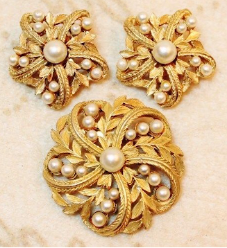 Designer Pearl Earring and Pendant Sets7