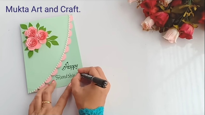 write happy friendship day with a marker