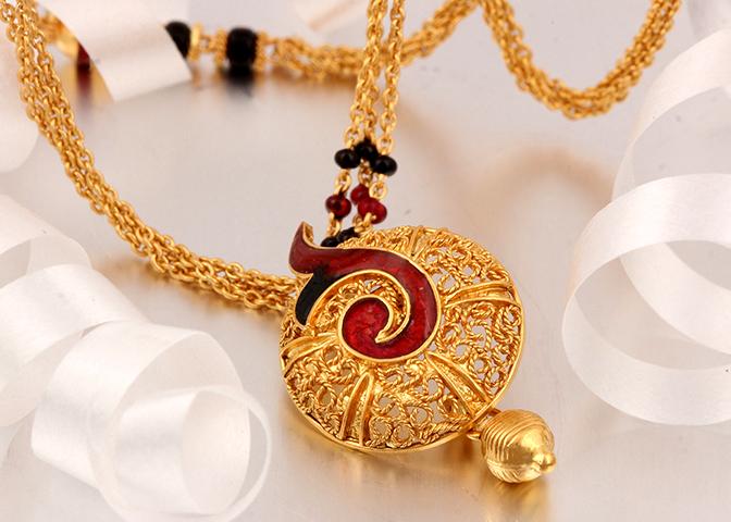 Latest Beautiful Gold Long Mangalsutra Designs12