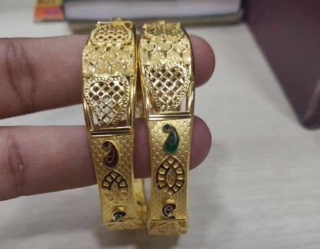Latest Gold Bangle Designs15