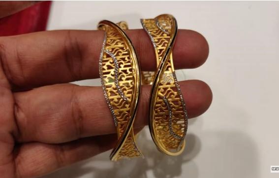 Latest Gold Bangle Designs17