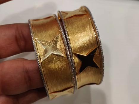 Latest Gold Bangle Designs18