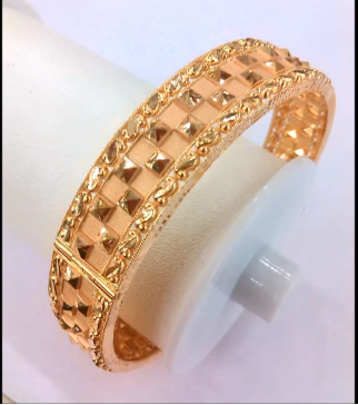 Latest Gold Bangle Designs19