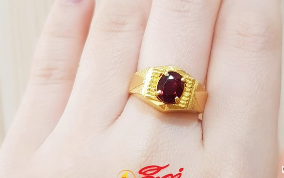 red stone ring design