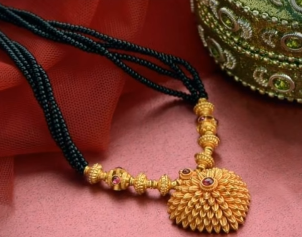 Latest Long Gold Mangalsutra Designs23