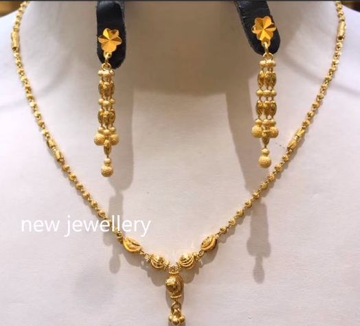 Light Weight Gold Necklace Sets10