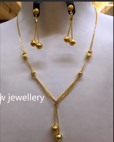 Light Weight Gold Necklace Sets13