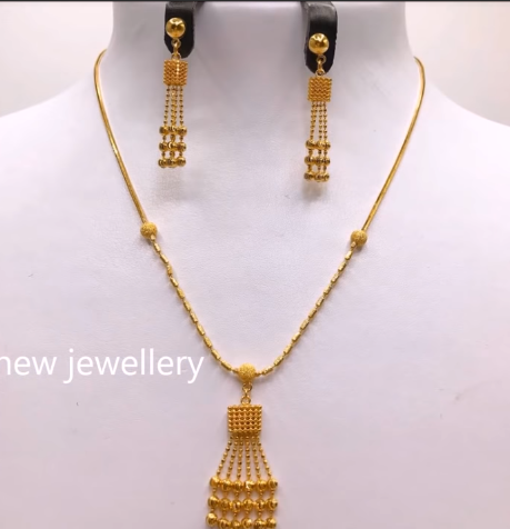 Light Weight Gold Necklace Sets15