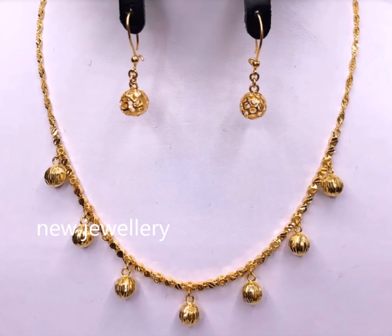 Light Weight Gold Necklace Sets18