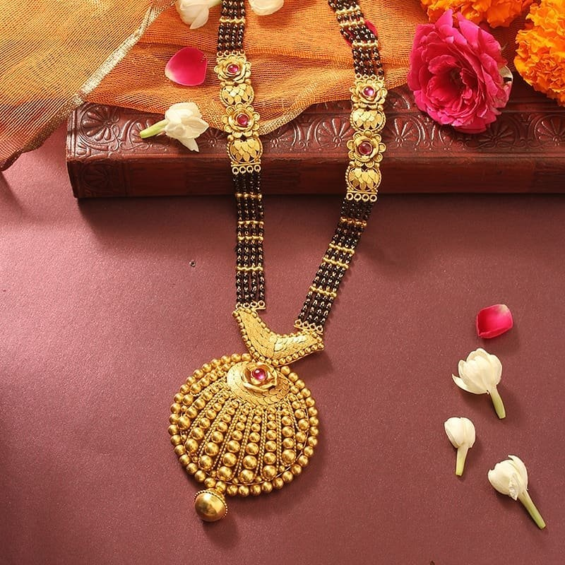 Mangalsutra Designs for the New Age Bride9
