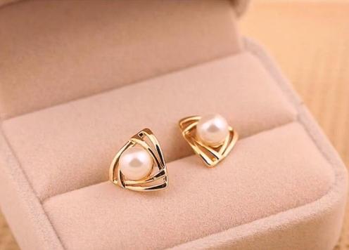 Top Stunning Light Weight Gold Stud Earrings10