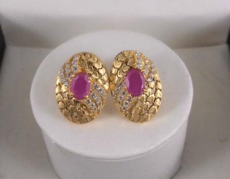 Top Stunning Light Weight Gold Stud Earrings2