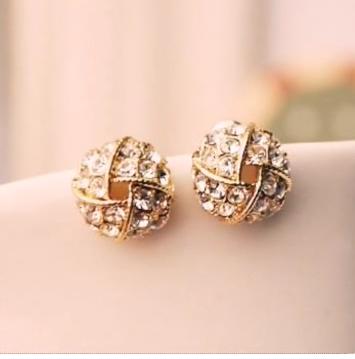 Top Stunning Light Weight Gold Stud Earrings23