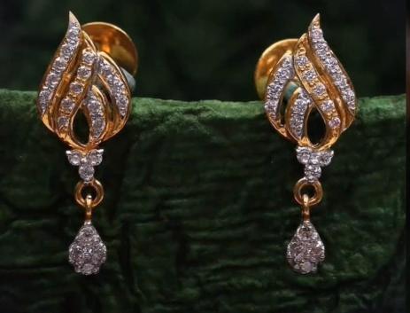 Top Stunning Light Weight Gold Stud Earrings3