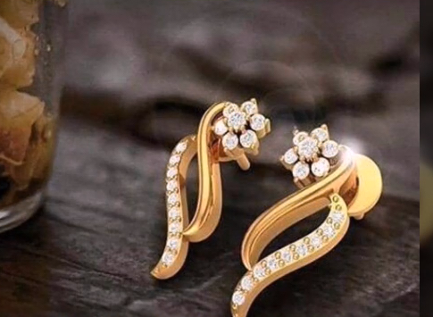 Top Stunning Light Weight Gold Stud Earrings5
