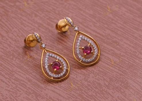 Top Stunning Light Weight Gold Stud Earrings6