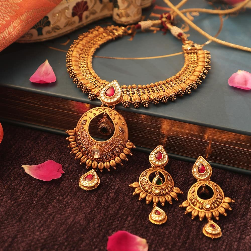 Stunning Gold Necklace Design