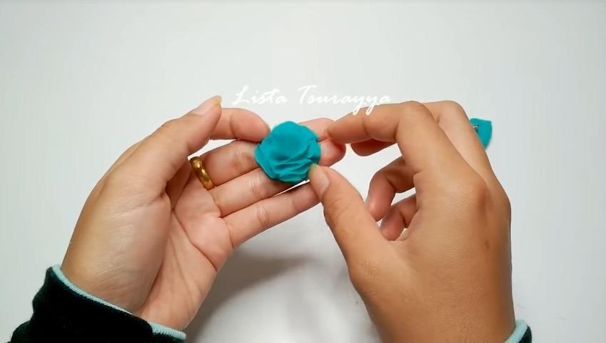 How to Make a Chiffon Fabric Flower with Pompom21