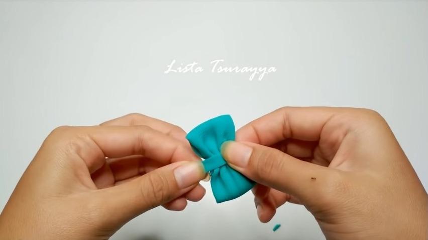 How to Make a Chiffon Fabric Flower with Pompom8