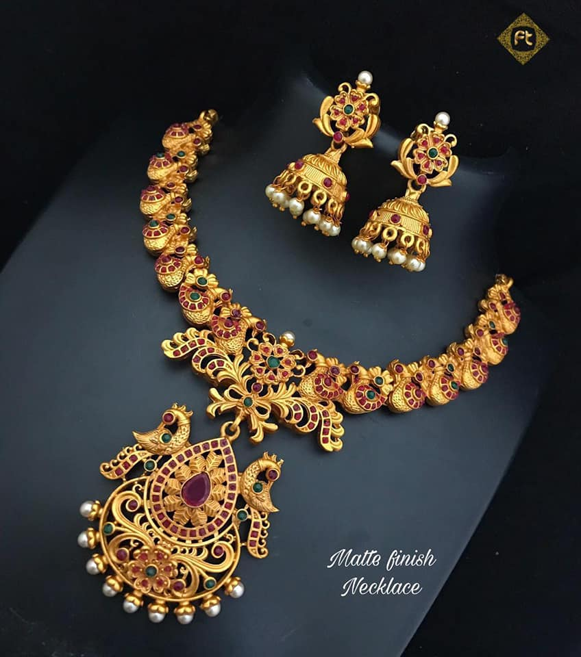 Stylish Gold Necklace Designs Collection10