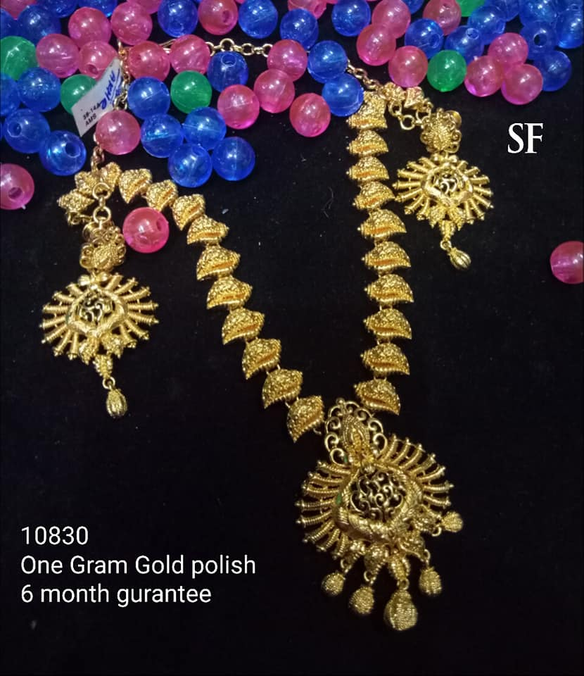 Stylish Gold Necklace Designs Collection7