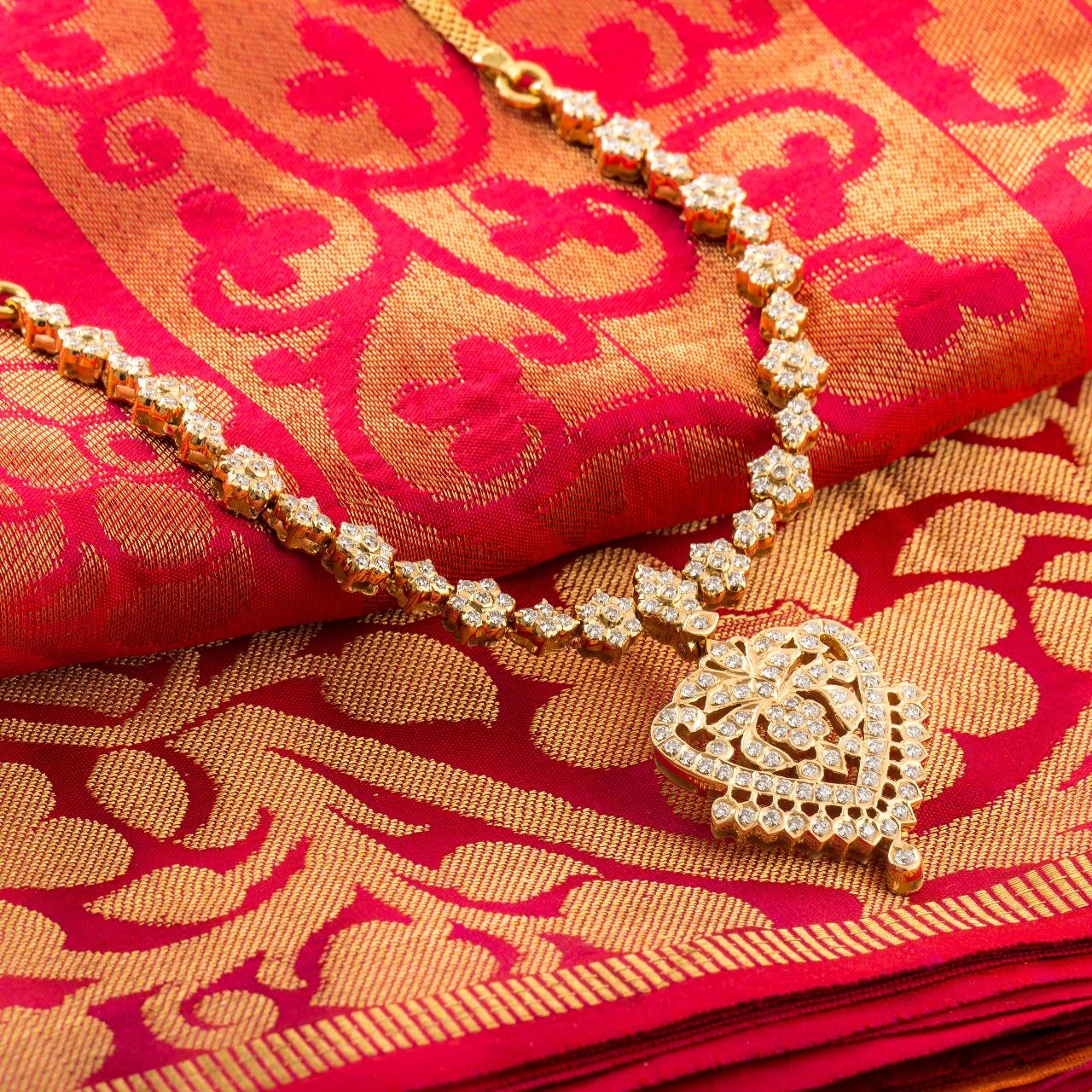 Ultra Gorgeous Diamond Necklace Designs10