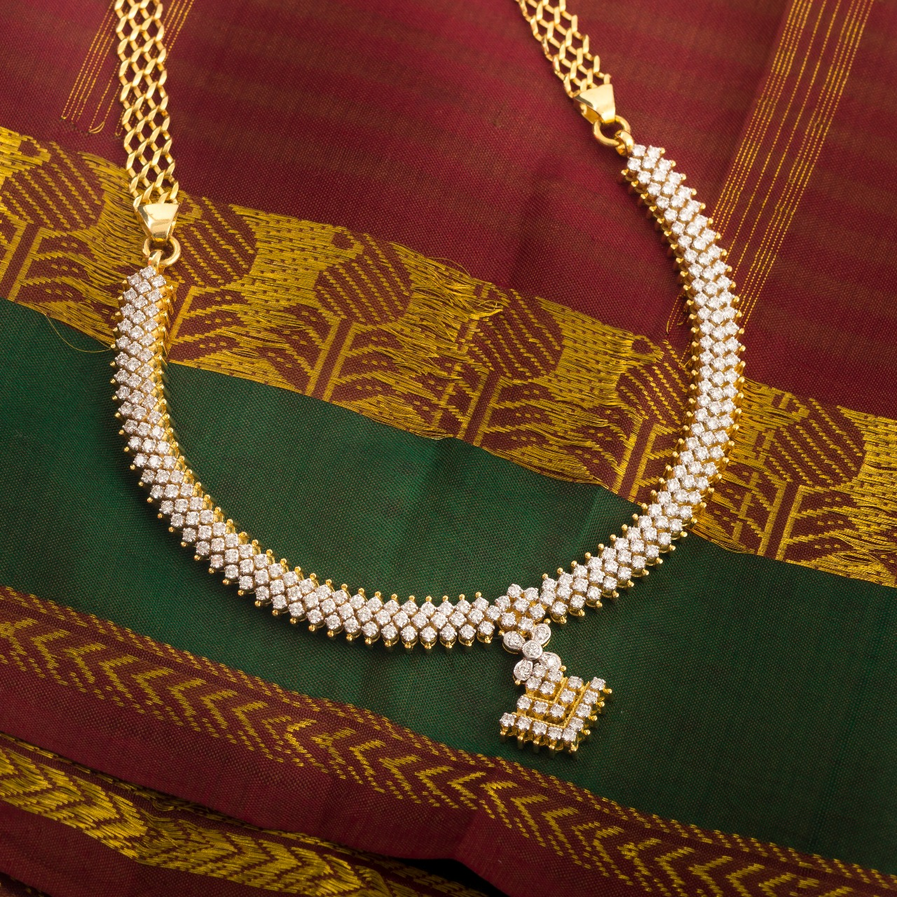 Ultra Gorgeous Diamond Necklace Designs13