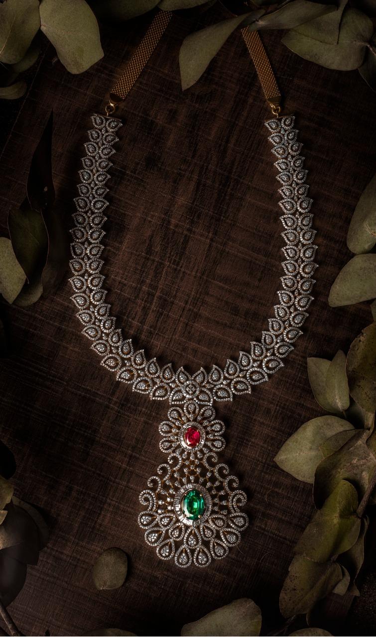Ultra Gorgeous Diamond Necklace Designs2