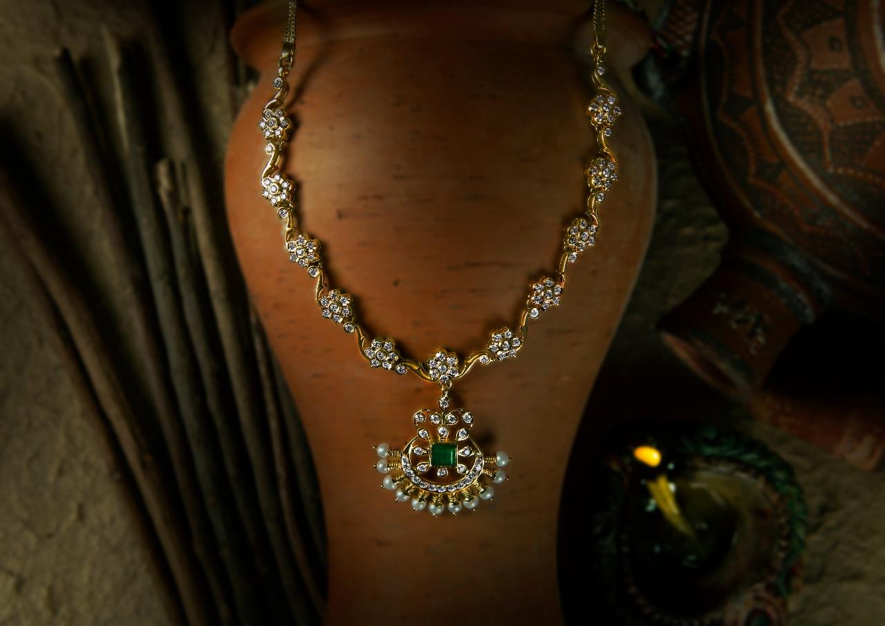 Ultra Gorgeous Diamond Necklace Designs8