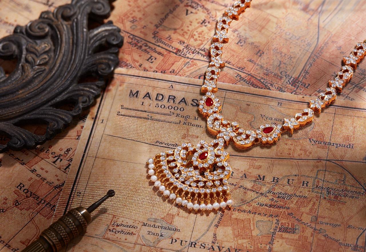Ultra Gorgeous Diamond Necklace Designs9