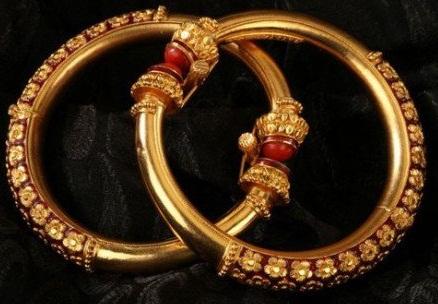 The Traditional Gold Bengali Bangle
