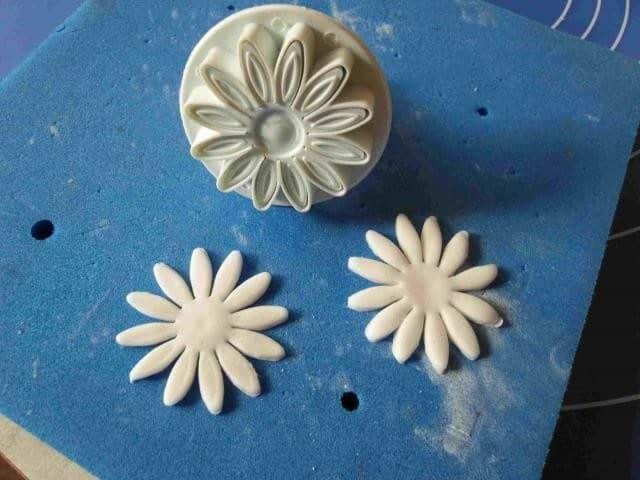 Daisies from Sugar Mastic 4